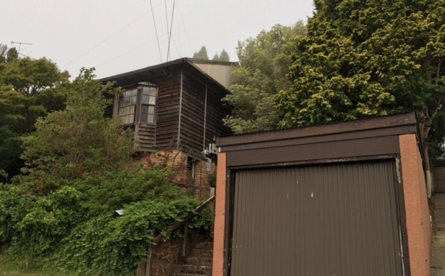 Large single Brick garage in central Katoomba near shops and train station for RENT