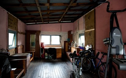 Garage available for storage or workshop