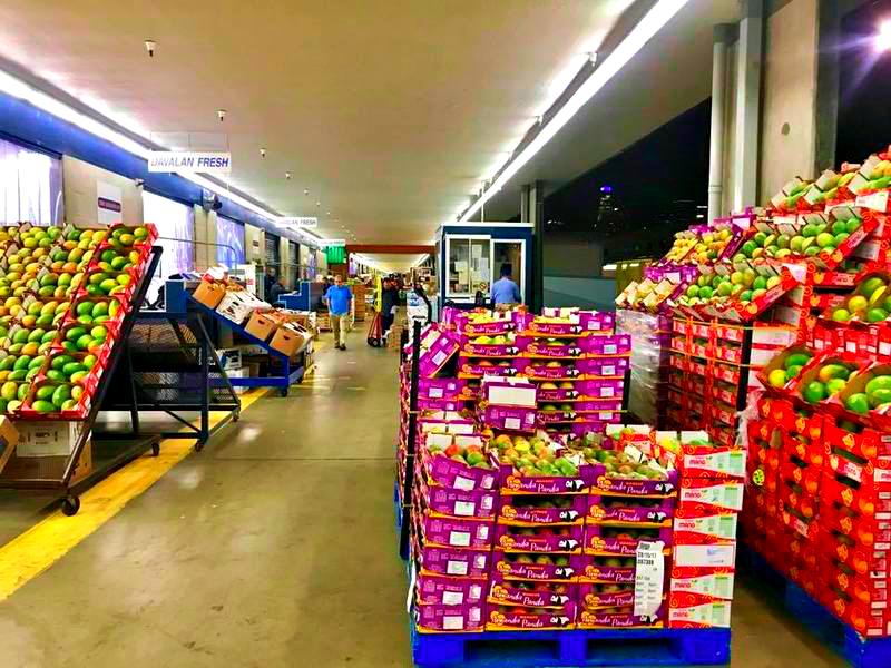 Buying fruit |